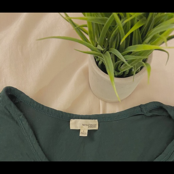 Wilfred Free Aritzia Forest Green V Neck 🌿